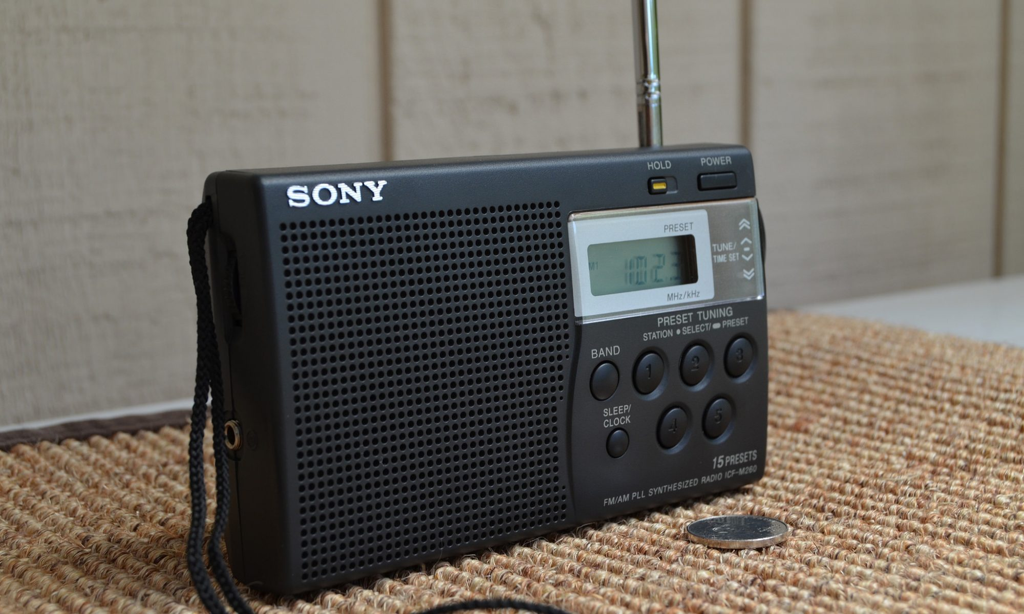 Radio https://www.flickr.com/photos/capcase/14346544121 CC BY 2.0